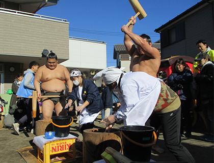お相撲さんと餅つき大会